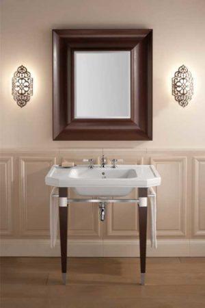 imagen de la consola Dé de gentry home en un baño clasico