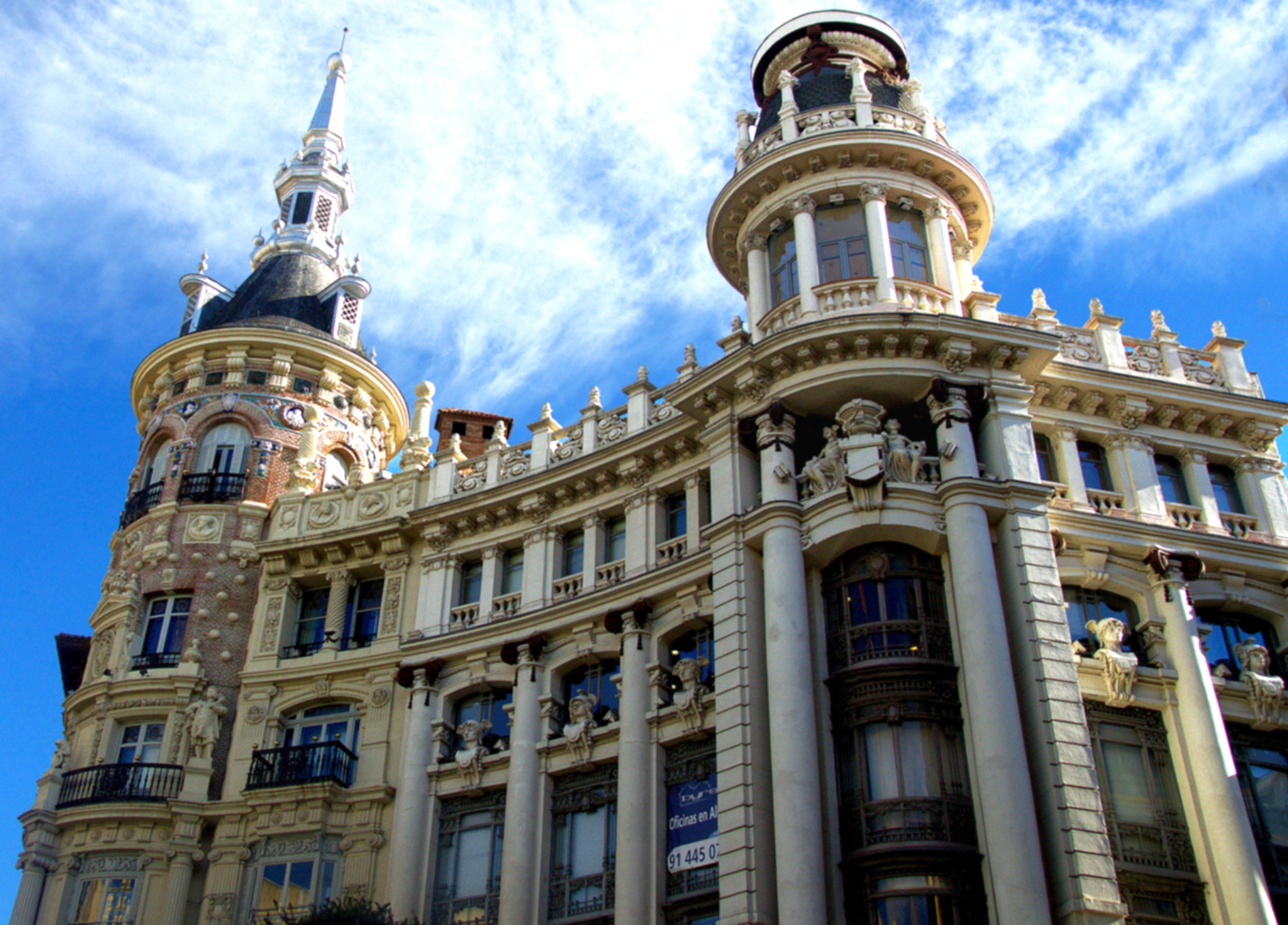 un-paseo-por-los-edificios-más.emblemáticos-de-la-plaza-de-canalejas